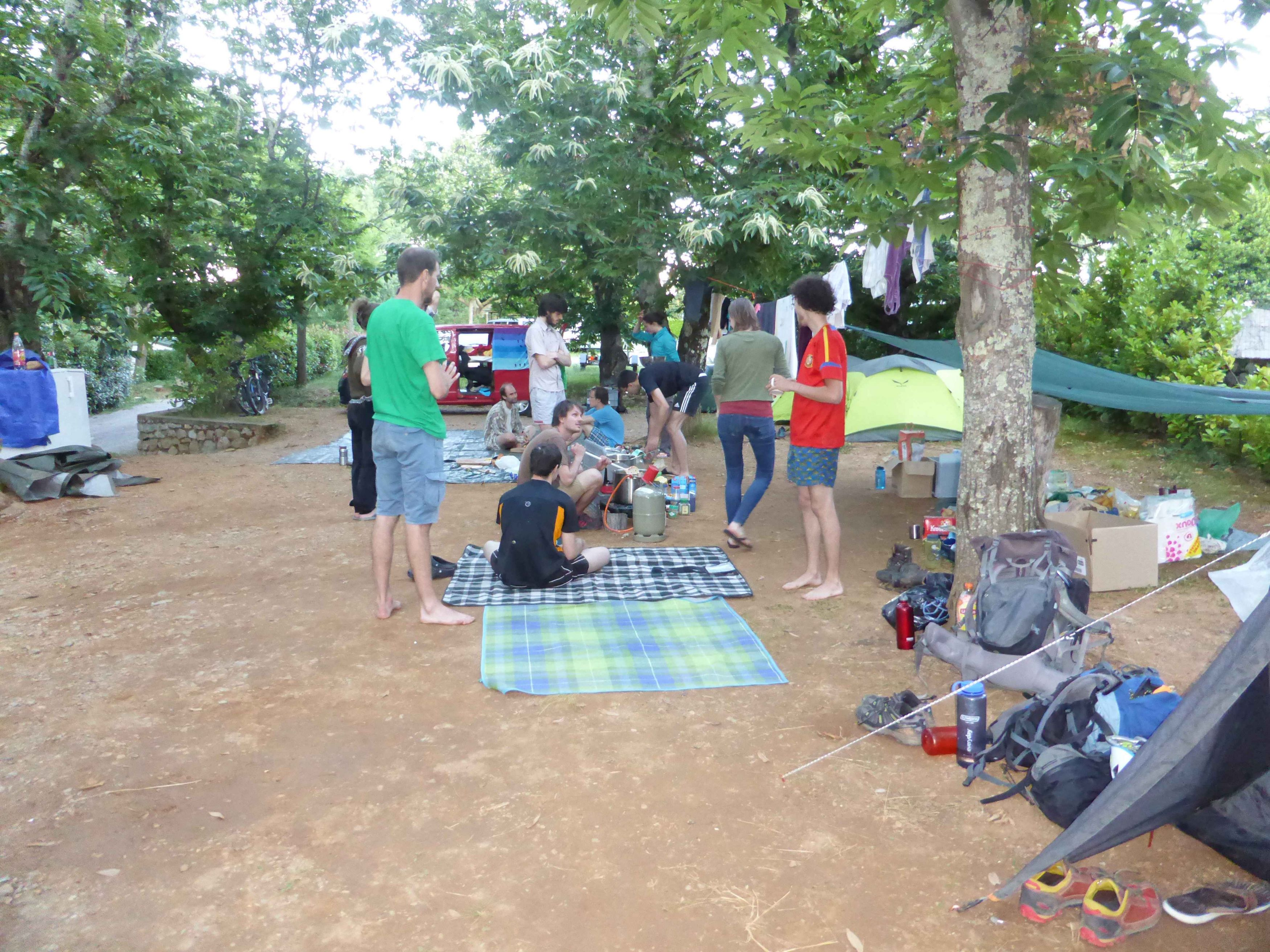Die Profi-Camping-Küche in Aktion (Foto: Svenja Kremer)